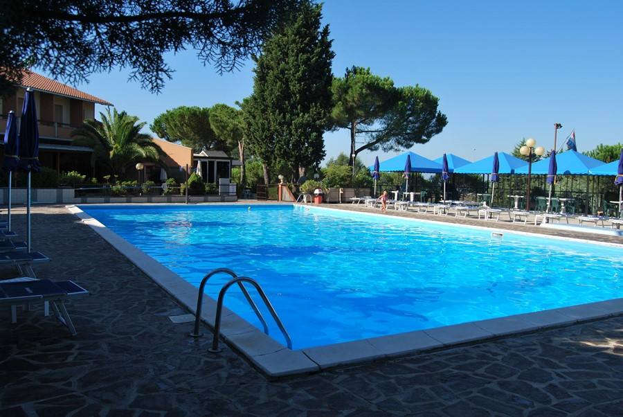 hotel il gabbiano - der pool - Trasimeno See